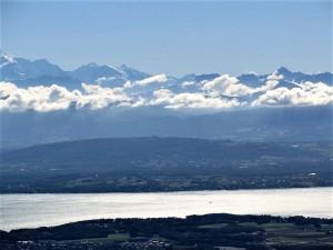 Blick auf den Genfer See mit Alpenkette