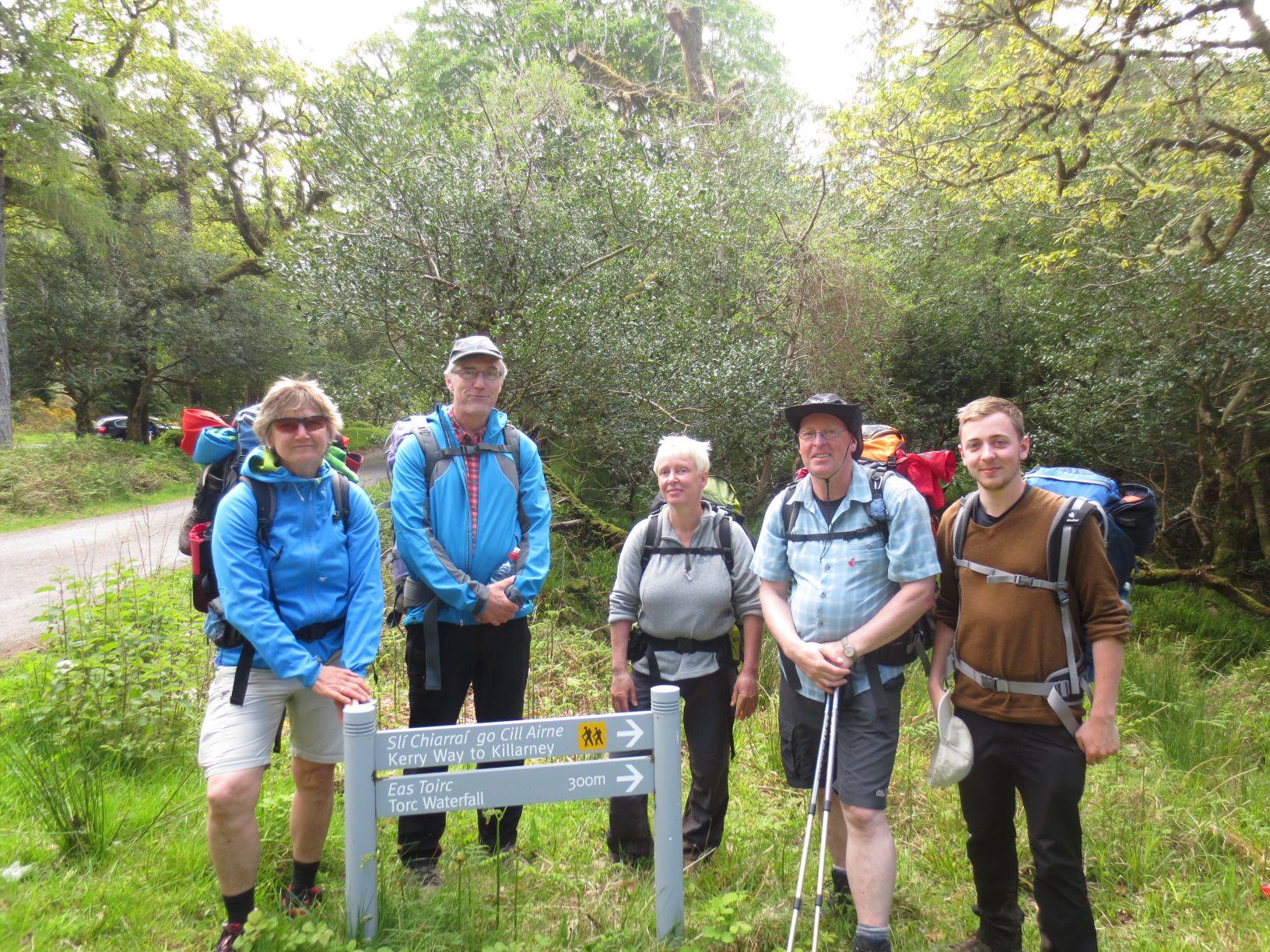 Gruppenfoto 300m vor de m Ziel (Torc Waterfall)